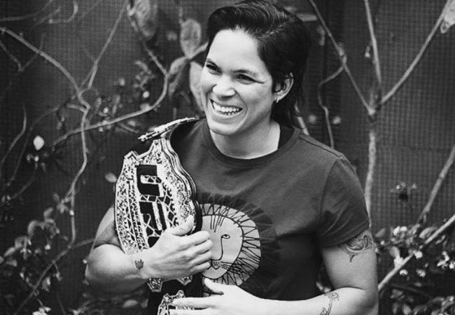 Amanda Nunes e Kamaru Usman defendem cinturões; Volkanosvki conquista título dos penas no UFC 245