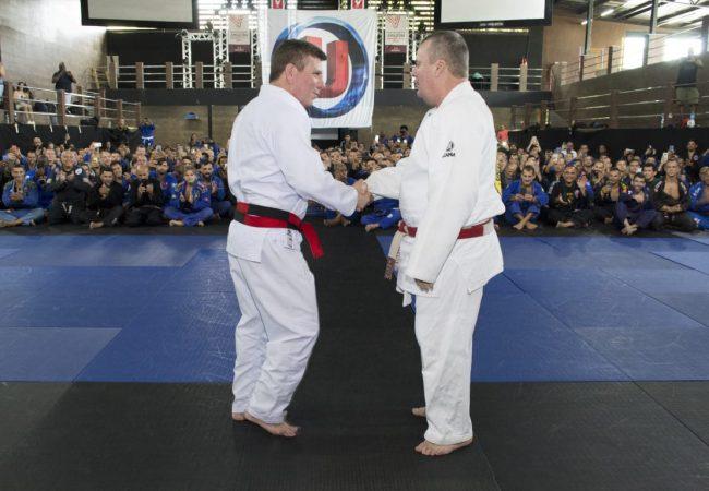 Vídeo: Faixa-coral Dedé Pederneiras avalia o que é preciso para ser um mestre no Jiu-Jitsu
