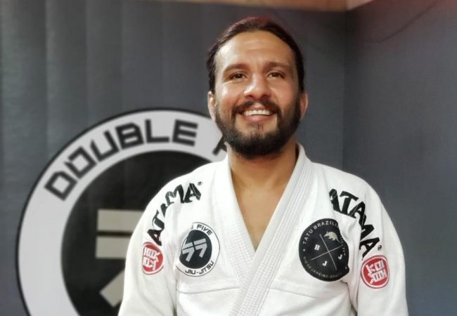 Vídeo: Leandro Tatu ensina raspagem perfeita para os leves no Jiu-Jitsu