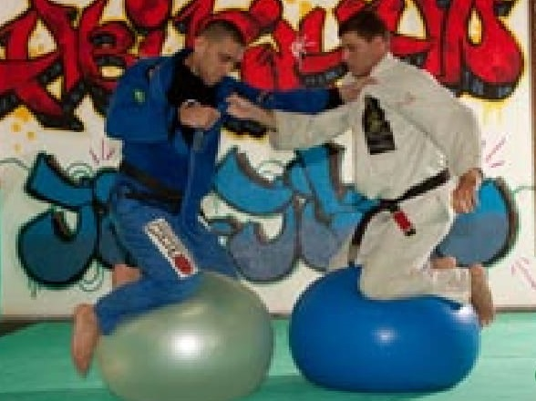 Training Program: Find your balance and pass that guard, with Abi-Rihan