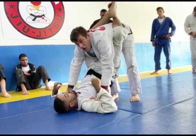 Vídeo: Allyson Soneca ensina passagem da guarda fechada