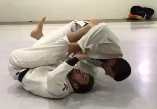 """Vídeo: Pedro """"Paquito"""" Ramalho ensina raspagem no giro da guarda-aranha"""