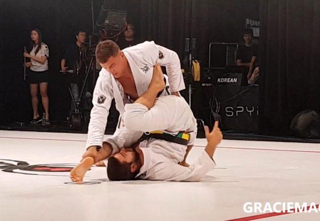 Vídeo: Kaynan Duarte ensina você a passar a guarda emborcando no Jiu-Jitsu
