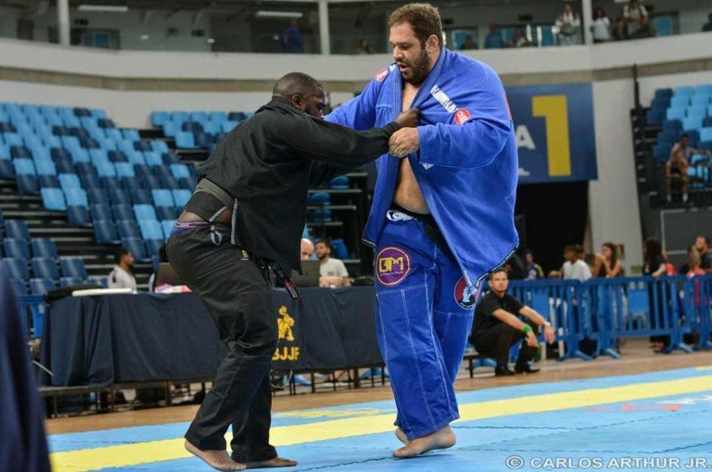 Vídeo: Cate a perna e derrube na técnica, com Duzão Lopes
