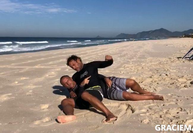 Luiz Dias e Rodrigo Resende ensinam defesa pessoal do Jiu-Jitsu para surfistas