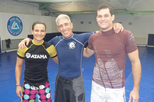 Roger Gracie teaches a detail so you don't lose the guillotine