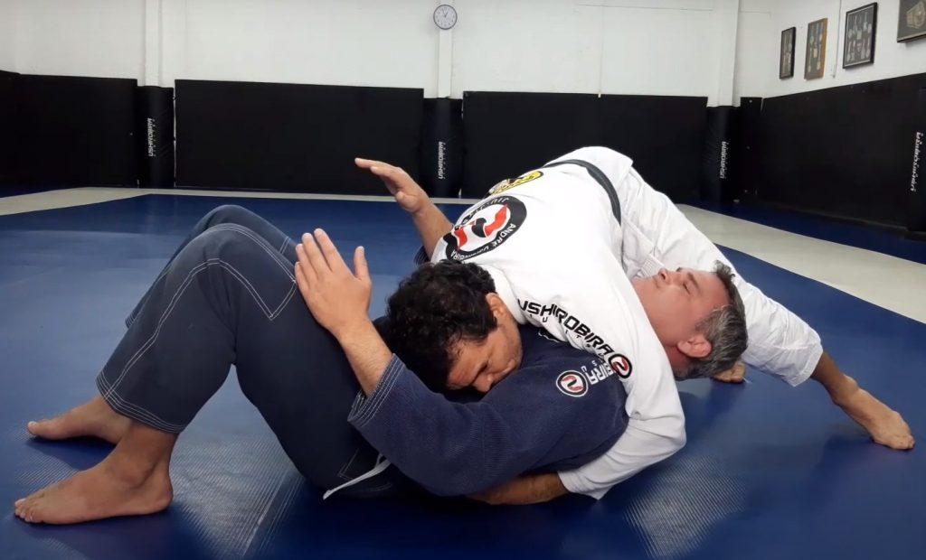 André Ushirobira ensina dois ataques partindo do controle lateral no Jiu-Jitsu