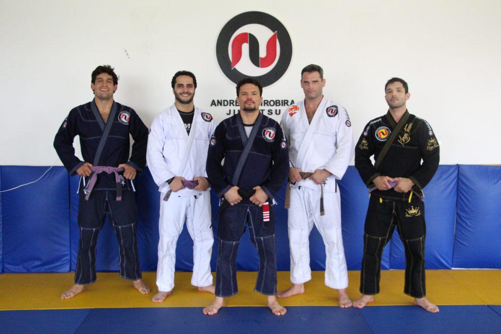 """""""Jiu-Jitsu é como escovar os dentes"""", ensina André Ushirobira"""