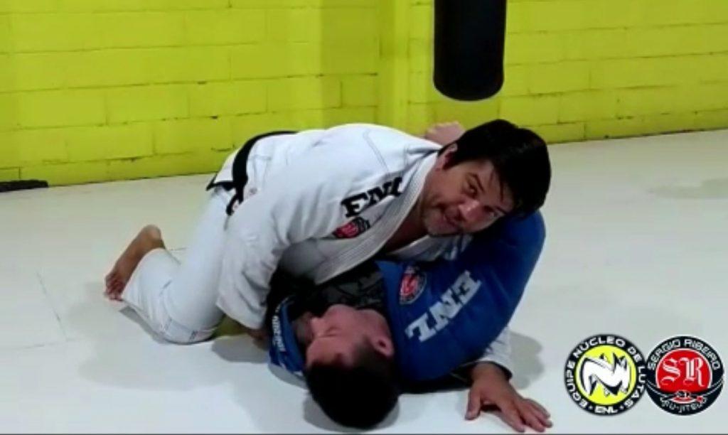Sergio Ribeiro ensina a usar a cabeça para passar a meia-guarda