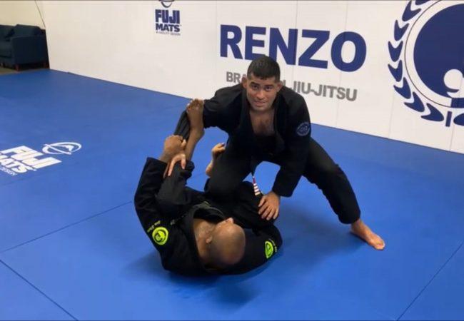 Ricardo Evangelista ensina passagem da guarda De la Riva invertida