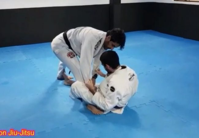Marcus Meira ensina passagem da guarda De la Riva