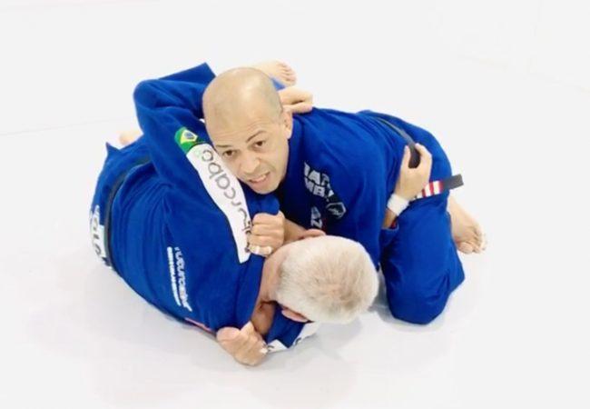 Antonio Netto ensina estrangulamento com variação no Jiu-Jitsu