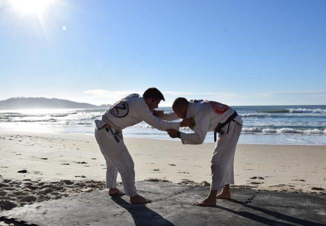 Matheus Zimmermann ensina opção do estrangulamento da guarda fechada no Jiu-Jitsu