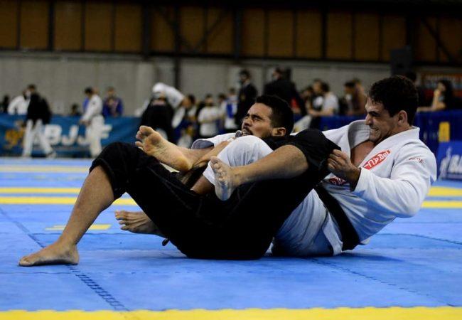 Marcelo Gomide e seu estrangulamento campeão no Sul-Americano de Jiu-Jitsu