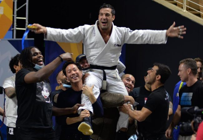 Gregor Gracie wins the absolute on day 1 of IBJJF Master Worlds