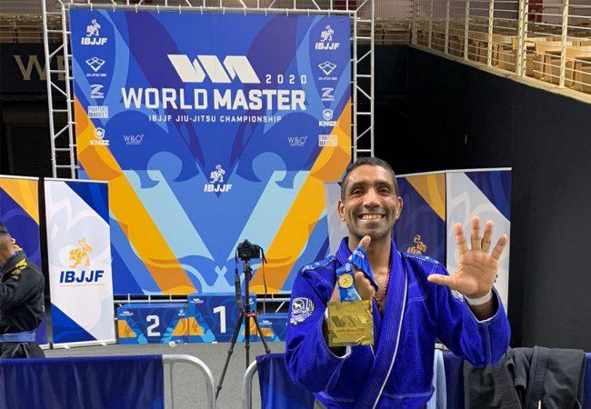 """Denilson Pimenta mantém hegemonia no Mundial Master: """"O segredo é cuidar do corpo"""""""
