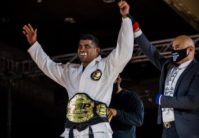 Os preparativos de Ricardo Evangelista para sua estreia no MMA