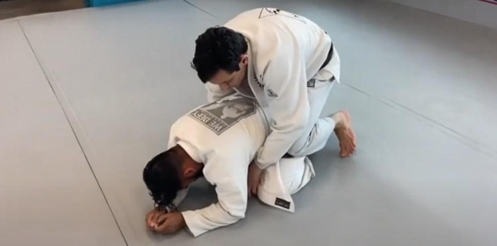 Caio Nucci e seu Jiu-Jitsu ofensivo contra a posição de quatro apoios