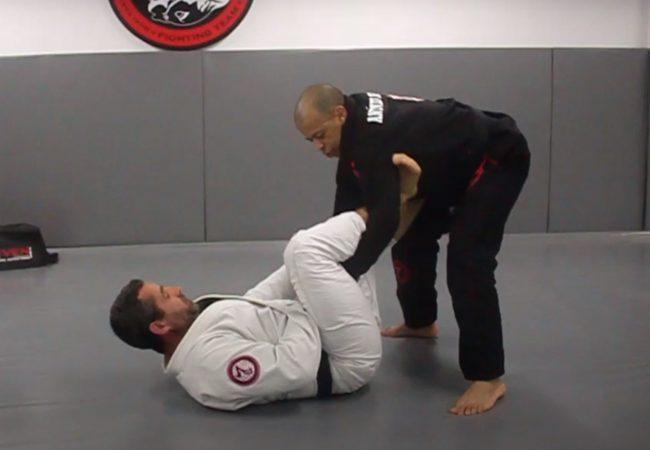 Antonio Netto ensina passagem da guarda-laçada no Jiu-Jitsu