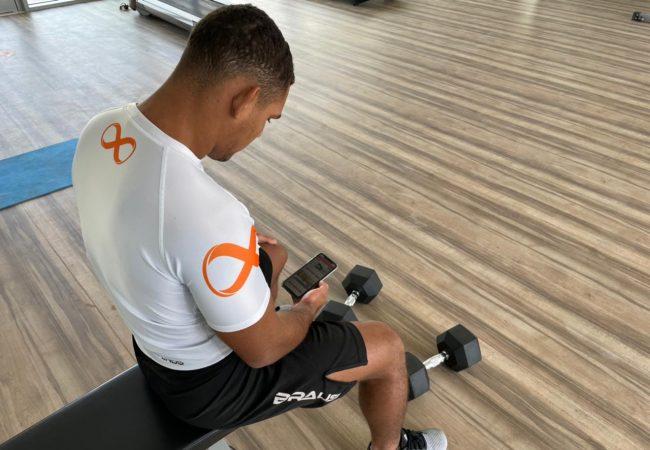 Preparação física on-line para lutadores: a vitória pode estar na palma da mão