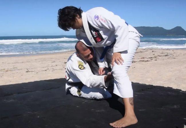 Matheus Zimmermann ensina raspagem da guarda de la riva no Jiu-Jitsu