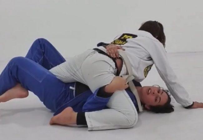 Carina Santi ensina raspagem de meia-guarda e leglock