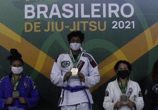 Brasileiro de Jiu-Jitsu 2021: Isabely Lemos conquista ouro duplo na faixa-azul
